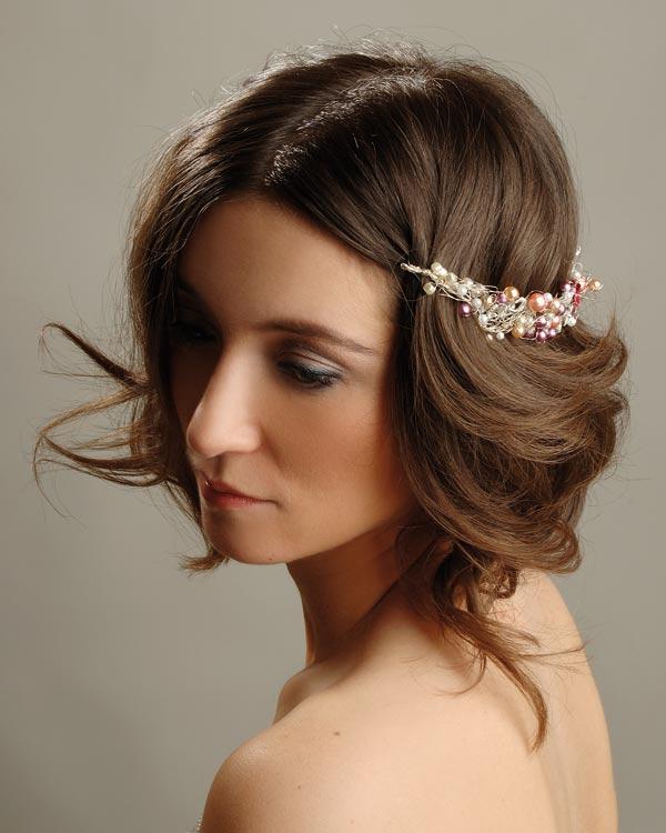 прически для волос средней длины свадебные