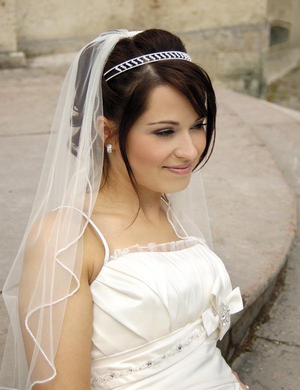 Все фото свадебная прическа с длинной фатой 2013 года в лицах.